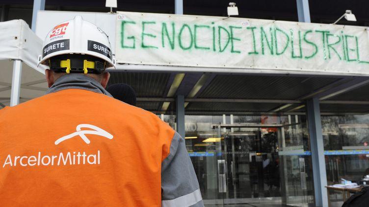 L'entrée des locaux administratifs de l'usine ArcelorMittal de Florange (Moselle), le 27 février 2012. (JEAN-CHRISTOPHE VERHAEGEN / AFP)