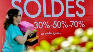 Les soldes sont de moins en moins suivis par les consommateurs. (PHILIPPE HUGUEN / AFP)