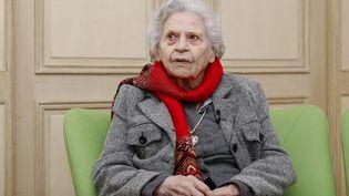 La résistante Noëlla Rouget reçoit la légion d'honneurdans la résidence du consul de France à Genève, en Suisse, le 7 février 2020. (GREGORY YETCHMENIZA / LE DAUPHINE / MAXPPP)