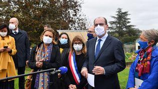 Le Premier ministre, Jean Castex, lors d'un déplacement sur le thème de la précarité, le 24 octobre 2020 à Epinay-sur-Orge (Yvelines). (ALAIN JOCARD / AFP)