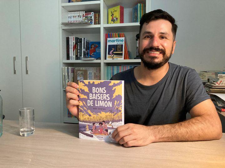 L'auteur de bandes dessinées costariacain Edo Brenes, dans les locaux de sa maison d'édition française Casterman, 15 septembre 2021 (Laurence Houot / FRANCEINFO CULTURE)