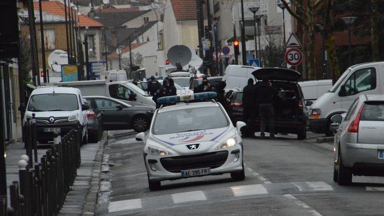 A Argenteuil (Val d'Oise),après une perquisition en lien avec un attentat déjoué, le 25 mars 2016. (ALPHA CIT / CITIZENSIDE / AFP)