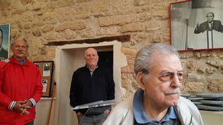 De gauche à droite : François Beaujeu, Jean-Pierre Hondet et René Bokobza, militants PS de la sectiondu 5e arrondissement de Paris. (BENJAMIN  ILLY / RADIO FRANCE)