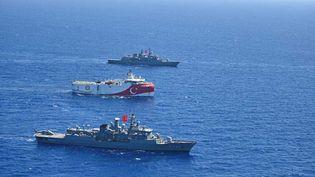 """Le navire de recherche sismique turc """"Oruç Reis"""", en Méditerranée orientale, le 20 août 2020. (TURKISH NATIONAL DEFENSE MINISTRY / HANDOUT / ANADOLU AGENCY / AFP)"""