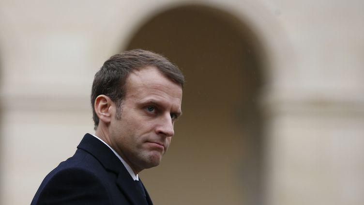 Le président de la République, Emmanuel Macron, lors d'une cérémonie militaire aux Invalides, le 27 novembre 2017. (THIBAULT CAMUS / AFP)
