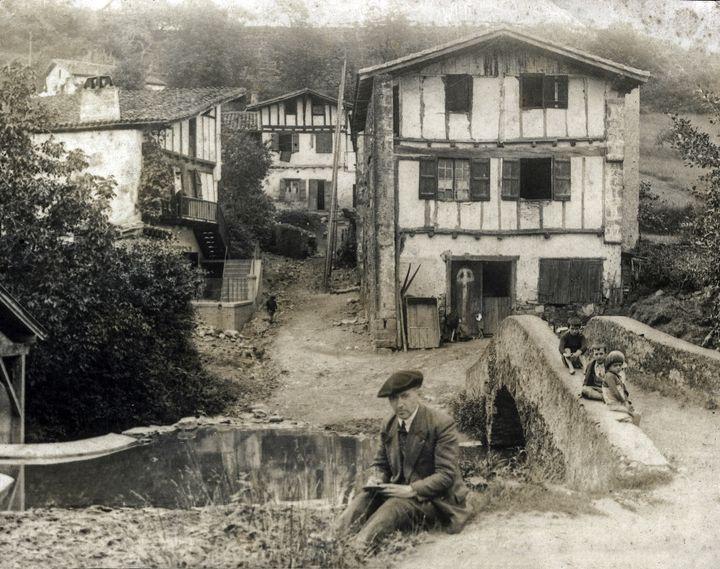 Tillac à Cambo-les-Bains, assis au bord de la Nive  (Musée basque et de l'histoire de Bayonne)