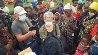 Notre envoyée spéciale au Rwanda Claude Guibal accompagnée de Jeremy Thuil, technicien de Radio France. (DR)