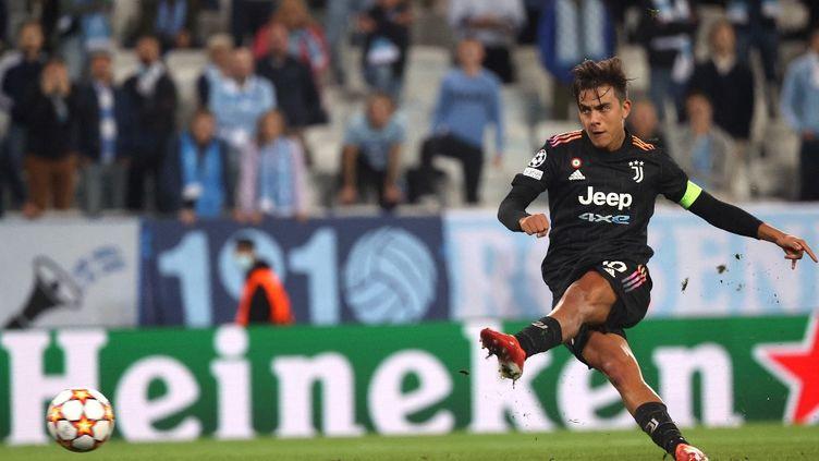 Le Turinois Paulo Dybala a inscrit un penalty face aux Suédois de Malmö, mardi 14 septembre 2021. (ANDREAS HILLERGREN / TT NEWS AGENCY / AFP)