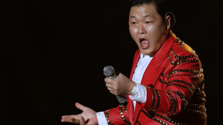 """Le chanteur coréen Psy, interprète de """"Gangnam Style"""", le 22 décembre 2013 à Séoul (Corée-du-Sud). (LEE, DONG-HUN / STARNEWS KOREA / AFP)"""