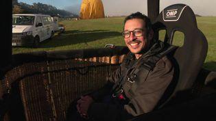 Mohammed Bensenouci, passagersouffrant d'un handicap moteur, profite de son premier vol en montgolfière/ (France 3 Centre-Val de Loire)