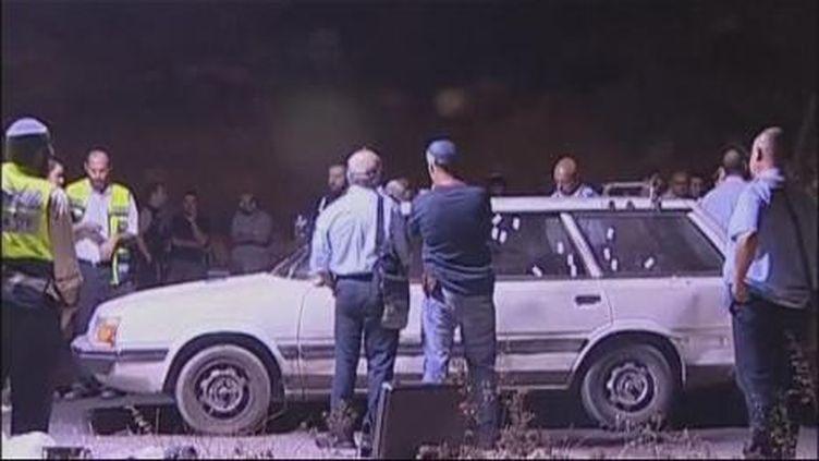 La voiture des 4 colons israéliens tués par de tirs sur la route nenant à la colonie israélienne de Kyriat Arba (France 2)