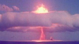 La France a testé durant 30 ans ses bombes nucléaires en Polynésie. Un nuage radioactif aurait survolé Tahiti en 1974, selon un rapport dévoilé mardi 9 mars. Plus de 110 000 personnes pourraient avoir été touchées.  (France 3)