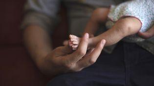 Selon le code civil français,ni les parents, ni les mères porteuses n'encourent de sanction pénale, tant que la GPA n'est pas pratiquée sur le sol français. (REUTERS)