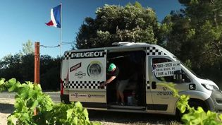 Tour de France: un passionné suit La Grande Boucle à bord de son camping-car (France 3)