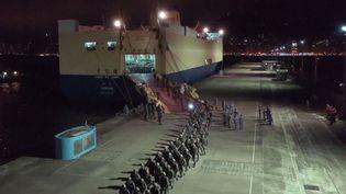 Capture d'écran d'une vidéo de la chaîne CCTV, montrant la relève de l'armée chinoise à Hong Kong, le 29 août 2019. (CCTV / AFP)