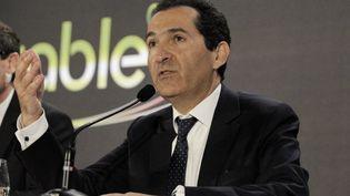 Patrick Drahi, le 17 mars 2014 lors d'une conférence de presse à Paris. (ERIC PIERMONT / AFP)