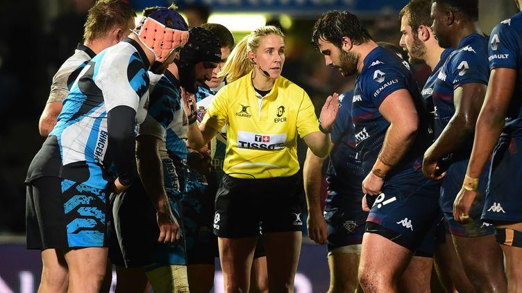 Joy Neville, première femme à avoir arbitré un match de rugby masculin en 2017 (NICOLAS TUCAT / AFP)