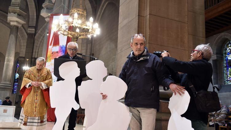 Trois hommes ont adressé un message aux fidèles de la cathédrale de Saint-Etienne (Loire), dimanche 25 novembre 2018,pour dénoncer les actes de pédophilie dans l'Eglise. (MAXPPP)