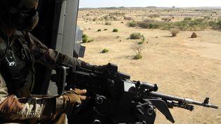 Un soldat français de l'opération Barkhane en novembre 2017 à la frontière entre le Burkina Faso et le Niger. (DAPHNE BENOIT / AFP)