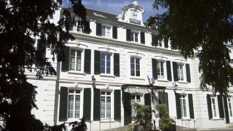 La façade de la mairie de Draveil (Essonne), le 30 mai 2011. (JOEL SAGET / AFP)