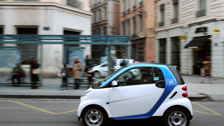 La Smart fortwo est le modèle de voiture le plus volé en France entre juillet 2014 et juin 2015. (PHILIPPE MERLE / AFP)