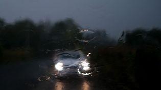 Une voiture sous un orage, dans l'Hérault. (LAURENT FERRIERE / HANS LUCAS / AFP)