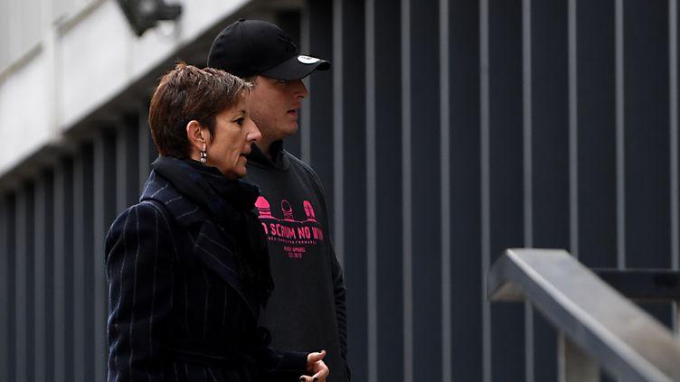 Denis Coulson, le joueur irlandais de Grenoble, avec son avocate lors des auditions judiciaires (JEAN-PIERRE CLATOT / AFP)