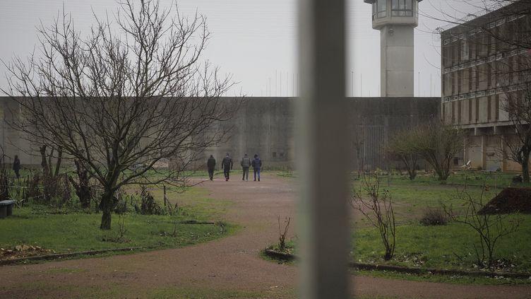 Des détenus à la maison centrale de Saint-Maur (Indre), en février 2021 (illustration). (GUILLAUME SOUVANT / AFP)