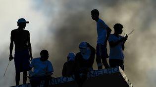 Des mutins sur le toit d'une prison d'Alcacuz dans le nord du Brésil en janvier 2017  (ANDRESSA ANHOLETE / AFP)