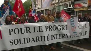 Le 1er-Mai est la journée internationale des travailleurs, instaurée à l'origine comme une journée annuelle de grève pour la réduction du temps de travail. Elle est depuis devenue une journée de célébration des combats des travailleurs. Les défilés se sont déroulés en ordre dispersé. (France 3)