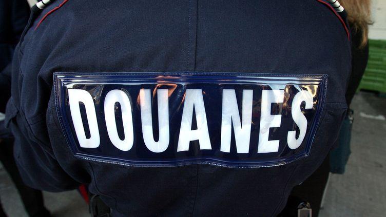 Un agent des douanes, en France, en 2009. (GUILLAUME BONNEFONT / MAXPPP)