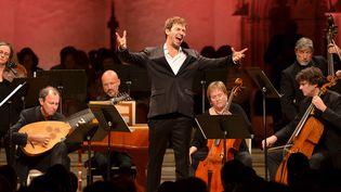 Valer Sabadus parmi les musiciens de Concerto Köln à Ambrronay le 14 septembre 2018.  (Bertrand Pichène - Festival d'Ambronay)