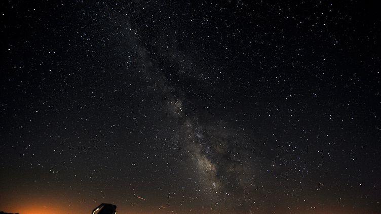 La Voie lactée observée depuis l'observatoire du Pic du Midi (Hautes-Pyrénées), le 6 août 2010. (REMY GABALDA / AFP)