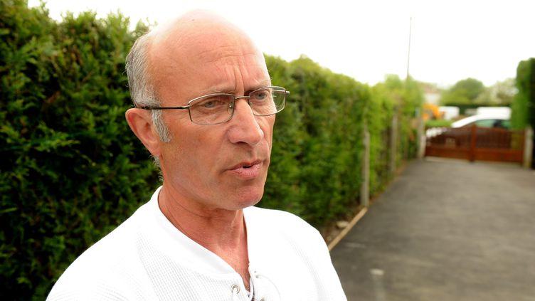 Gilles Patron, le père d'accueil de Laetitia et Jessica Perrais, le 17 août 2011 à Nantes (Loire-Atlantique). (ARNAUD JAFFRE / PRESSE OCEAN / MAXPPP)