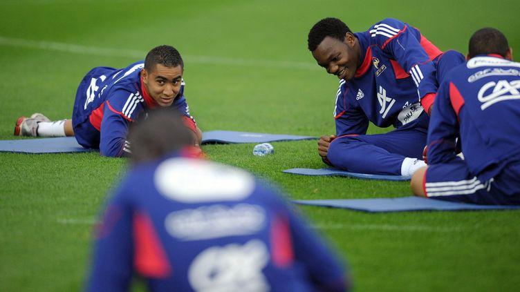 Dimitri Payet et Steve Mandanda vont-ils évoluer à nouveau ensemble en club ? (ici en 2010 avec l'équipe de France) (FRANCK FIFE / AFP)