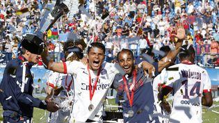 Thiago Silva et Lucas Moura célèbrent leur victoire au Trophée des champions, contre Lyon, le 1er août 2015 à Québec(Canada). (JEAN CATUFFE / GETTY IMAGES NORTH AMERICA)