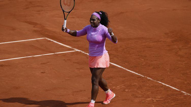 Serena Williams jouera son 9e quart de finale à Roland-Garros. (PATRICK KOVARIK / AFP)