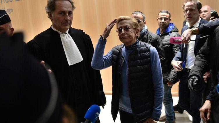 Isabelle Balkany se présente face à la presse, le 18 octobre 2019, au TGI de Paris. (MARTIN BUREAU / AFP)