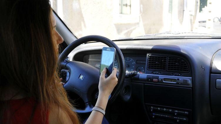 Aux Pays-Bas, de nouveaux radars sont testés pour verbaliser les conducteurs qui téléphonent au volant. (HOUIN / AFP)
