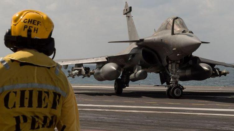 Rafale sur le Porte-avions nucléaire (PAN). (Ministère de la Défense)