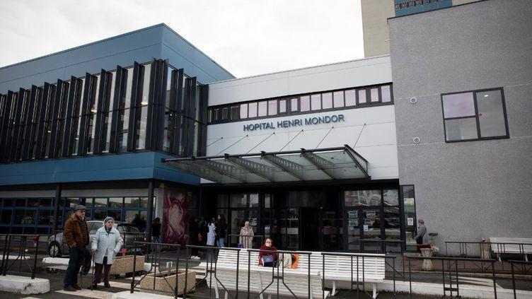 L'hôpital Henri-Mondor, à Créteil (Val-de-Marne), le 6 mars 2020. (THOMAS SAMSON / AFP)