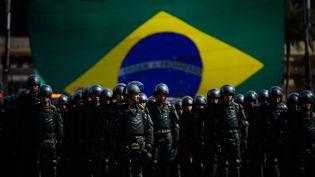 Des membres de l'armée brésilienne lors du défilé de présentation des forces de sécurité mobilisées pour les Jeux olympiques à Rio, le 22 juillet 2016. (MAXPP)