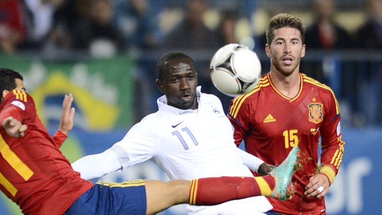 Moussa Sissoko face à Pedro Rodriguez lors d'Espagne-France, en octobre dernier (PIERRE-PHILIPPE MARCOU / AFP)