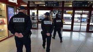 La police nationale à Saint-Etienne (Loire) le 14 octobre 2015. (  MAXPPP)