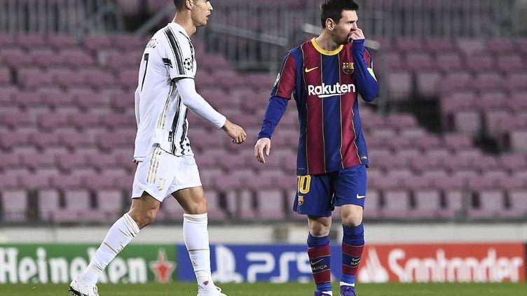 Cristiano Ronaldo et Lionel Messi lors du match de Ligue des champions Barcelone-Juventus, le 8 décembre 2020. (JOSEP LAGO / AFP)