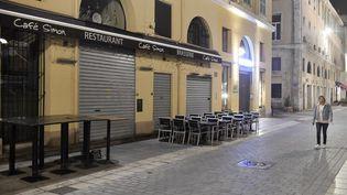 La terrasse d'un restaurant fermé à Marseille (Bouches-du-Rhône), le 27 septembre 2020. (NICOLAS TUCAT / AFP)