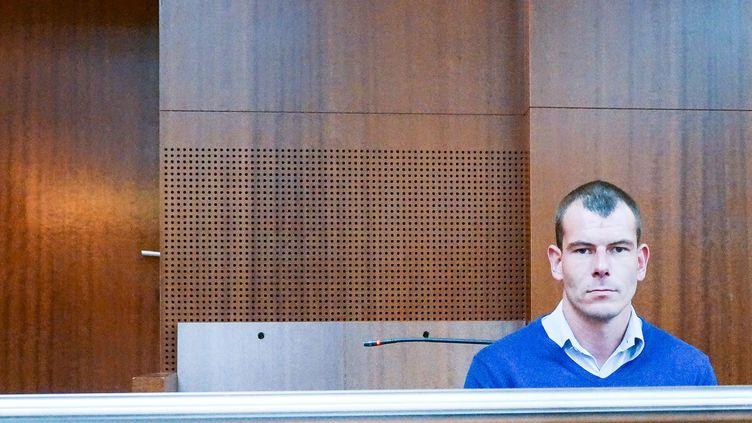 Le preneur d'otages Francis Dorffer devant la cour d'assises de Versailles, le 27 mai 2014. (MAXPPP)