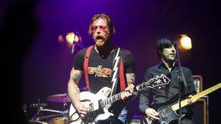Les Eagles of Death Metal sur la scène de l'Olympia, le 16 février 2016 à Paris. (MAXPPP)