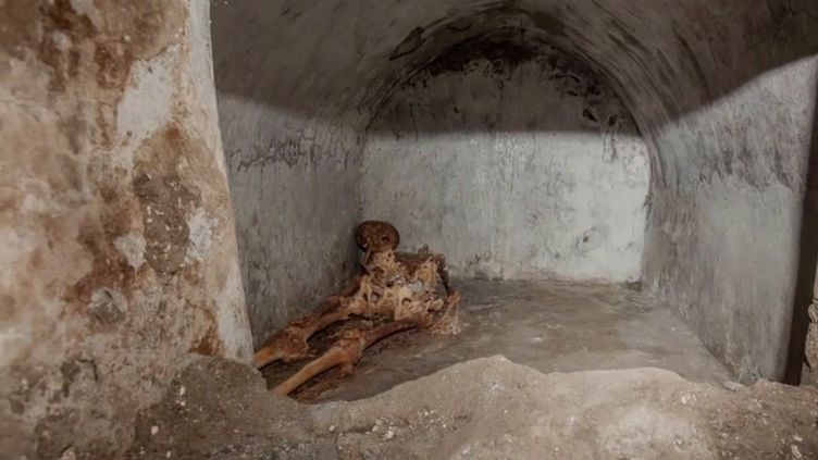 Pompéi : découverte exceptionnelle de la momie d'un prêtre impérial (FRANCE 2)