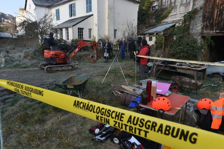 Lors des fouilles effectuées dans l'ancienne maison des Seznec, à Morlaix (Finistère), le 24 février 2018. (MAXPPP)